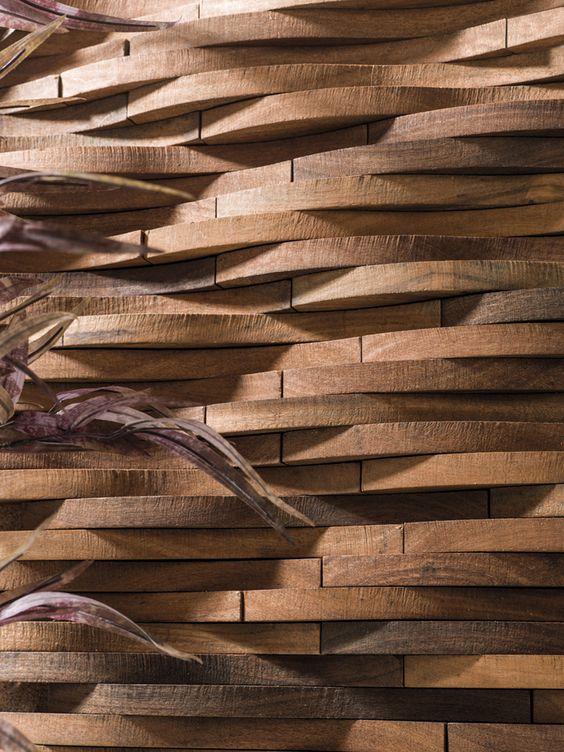 Revestimiento de madera a revestimientos pinterest for Decoracion en madera para pared