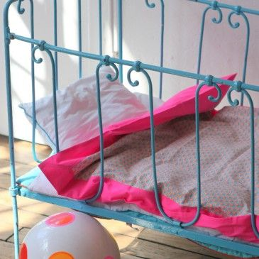 cool coloured bed and linen...via 'Mary made this' blog