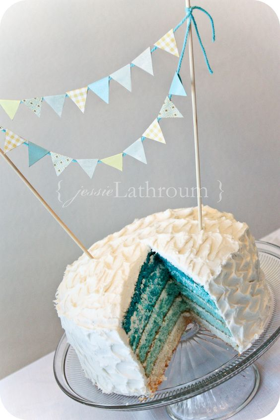 I really like this gradient in the center of the cake... I should most definitely try this sometime!!