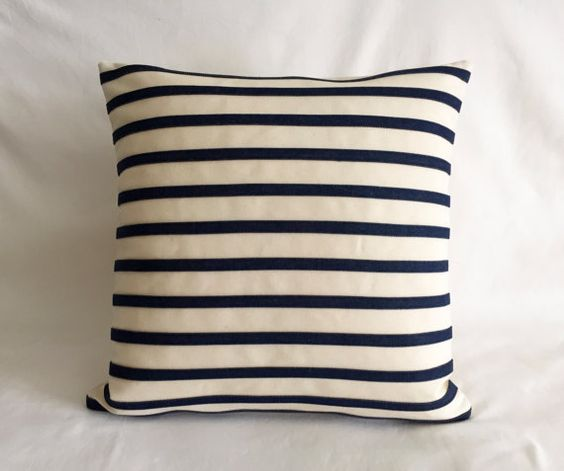 Coussin moderne denim bleu marine et rayures coussins d for Coussin sofa exterieur