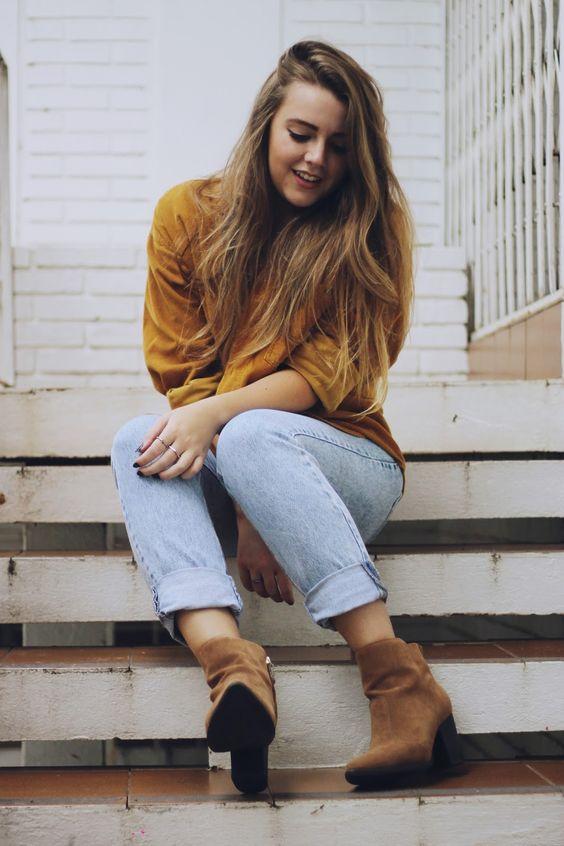 Look Outono/Inverno com calça Hotpants (cintura alta), camiseta com listras super básica e uma  Ankle Boot de Camurça cor caramelo que é uma grande tendencia para a próxima estação! A Camisa Vintage também de camurça trás um toque completamente diferente ao look!