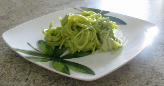 Linguine al pesto di avocado