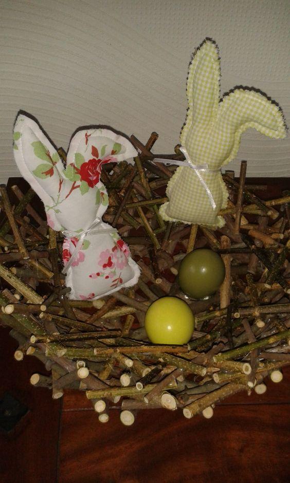 Weidenkorb mit Stoffhasen