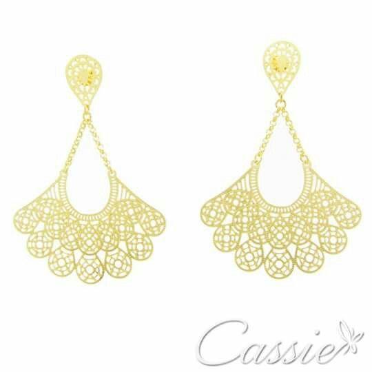 Brinco Leque Catena folheado a ouro, tipo leque.  ╔═════════     ═════════╗  #Cassie #semijoias #acessórios #moda #fashion #estilo #inspiração #tendências #trends #brincos #olhogrego #brincoslindos #love #tem #lookdodia #zircônias #folheado #dourado #brincoleque #brincoleve #colar #pulseiras #berloques #charms #maxibrinco #anellove #diadasmães # #