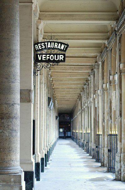 Il n'y a que deux endroits au monde où l'on puisse vivre heureux: chez soi et à Paris.~ Hemingway