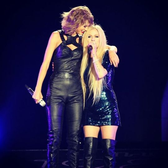 Taylor hearts Avril <3