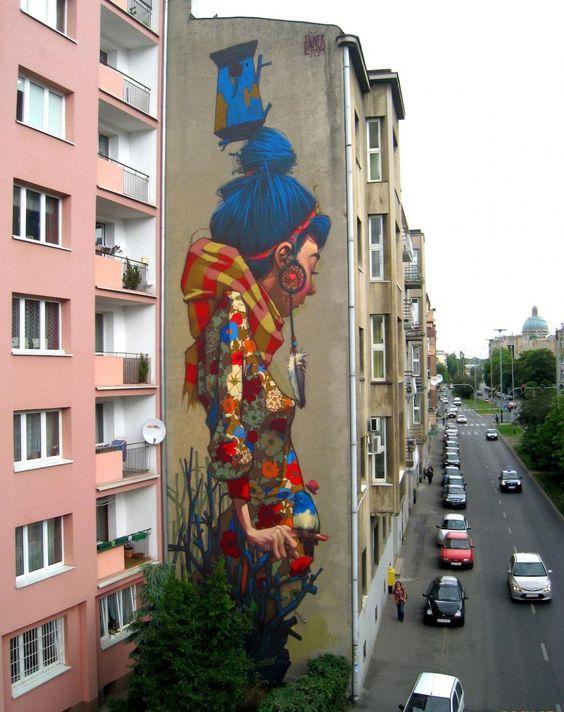Les artistes polonais Sainer et Bezt, alias Etam Cru, apportent de la vie aux façades ennuyeuses avec leurs œuvres surréalistes de grande éc...