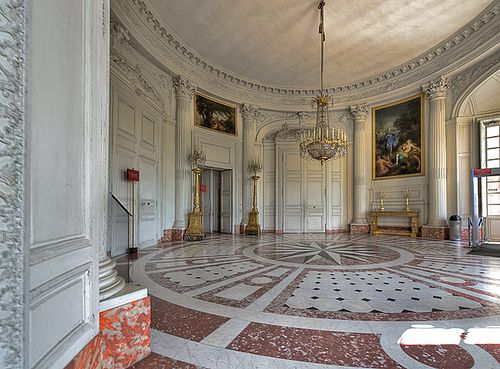 Versailles the round and chateaus on pinterest for Salon du vin versailles