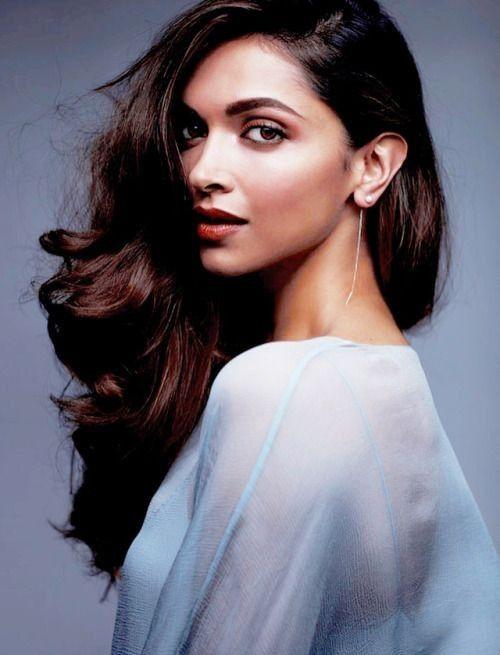 Deepika Padukone One Of India S Most Successful Actress Deepika Padukone Style Beautiful Bollywood Actress Indian Bollywood Actress