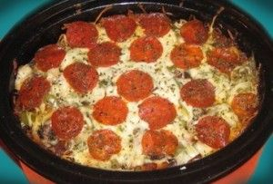 Crock Pot Pizza1 pound hamburger, browned and drained1 onion, chopped1 green pepper, chopped16 ounces shredded mozzarella cheese7 ounces cooked elbow macaroni4 ounces pepperoni1 small can mushrooms2 (14 oz) cans pizza sauce1 tablespoon Worcestershire sauce1 tablespoon dried oreganoParmesan cheese for sprinkling on topDirectionsBrown ground beef with onion, green pepper, oregano