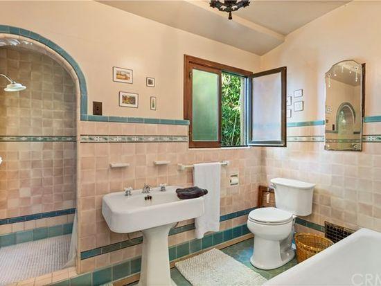 225 Prospect Ave Long Beach Ca 90803 Zillow Retro Bathrooms Retro Vintage Vintage Fashion