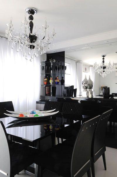 Sala De Jantar Com Preto ~ Na sala de jantar, a mesa de tampo preto de vidro serigrafado com base