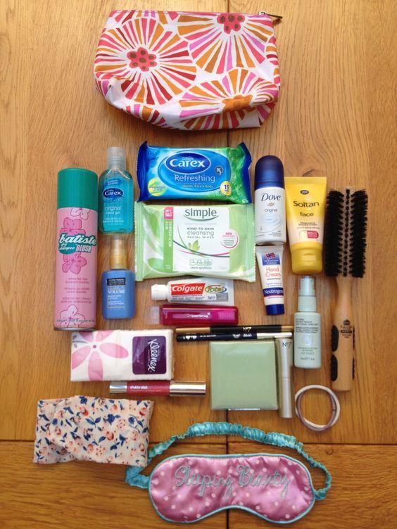 cosméticos a llevar en la maleta