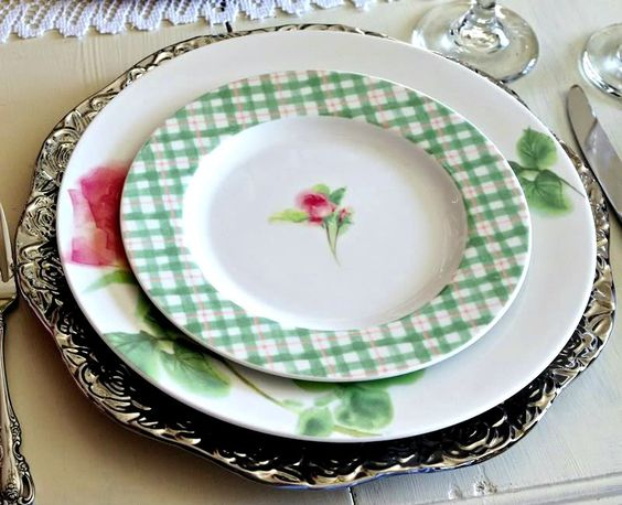 Happy To Design: ~Romancing the Heart~...a Valentine's Day Place Setting