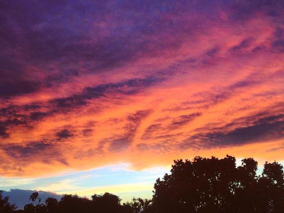 Limite flippant  #igerslareunion #team974 #sunset #sunsetporn #stgillesleshauts #cloudporn #clouds by babsy974