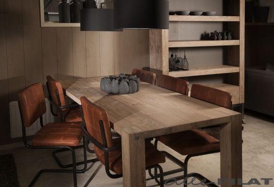 Eiken tafel Dúdlik heeft een ambachtelijke verbinding van blad en poten. De tafel wordt op maat gemaakt van massief eikenhout - Woonwinkel Alle Pilat #allepilat #eettafel #eikenhout #rustiek #eetkamer #inspiratie #wonen