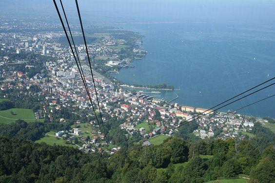 Von der Pfänder-Seilbahn aus könnte man auch BREGENZ und den Bodensee sehen Von Thyes - Eigenes Werk, Gemeinfrei, https://commons.wikimedia.org/w/index.php?curid=4077795