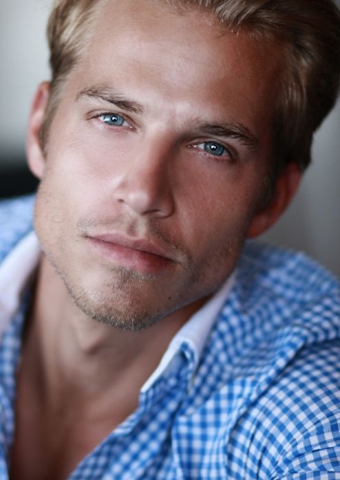 Omg Saw This Picture Before I Read The Comments I Said It S Christian Grey Blue Eyed Men Blonde Guys Beautiful Men Faces