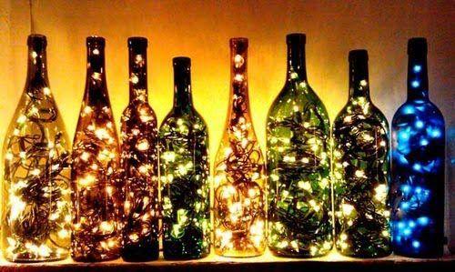 Decorative Bottles 100均のledイルミネーションを瓶の中にいれるだけで 優しく灯る照明が作れます お家の中をロマンチックな雰囲気にしたい人はぜひ作ってみてください Wine Bottle Diy Lighted Wine Bottles Wine Bottle Crafts
