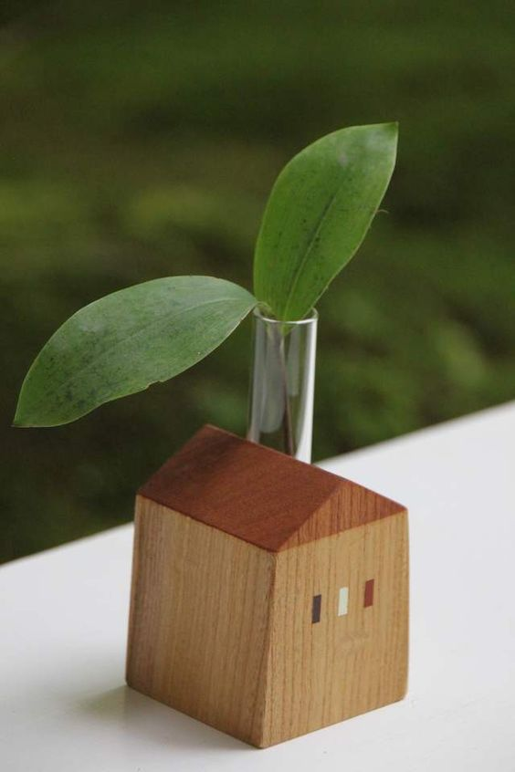 Wooden house single flower vase - so cute and delicate 一輪挿し 小
