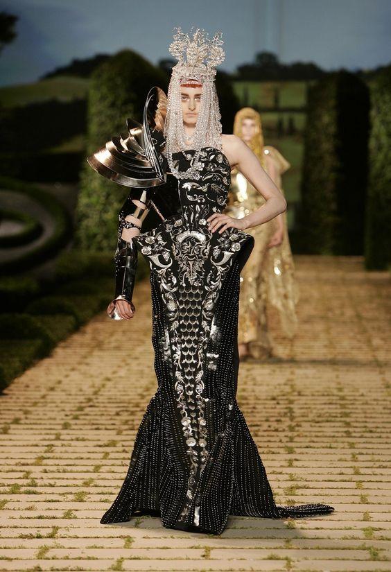 Fall 2006 john galliano for christian dior pinterest for Haute couture fashion house