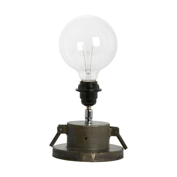 Lampe A Poser De La Collection Gizmo Composee D 39 Un Pietement En Acier Brut Agremente D 39 Une Douille De Coloris Noir Lamp Lampe Industrielle House Doctor