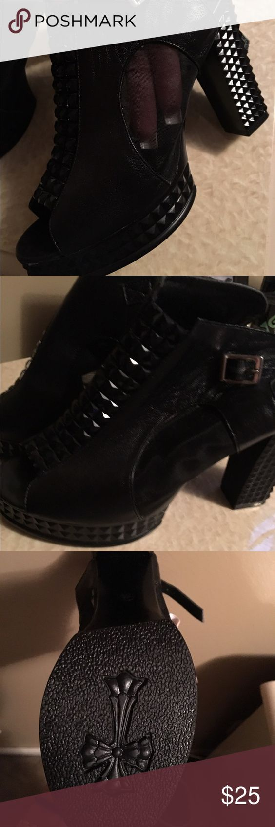 Super cute black chunky heels Never worn fits a size 7 1/2 /8 super cute black chunky heels Calida Shoes Heels