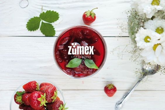 Good morning! How about a refreshing glass of juice? :) #Zumex #vitamins #strawberries #naturaljuice