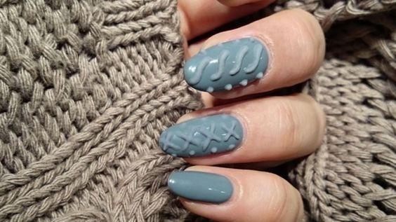 Colores y texturas inspirados en las prendas de tejido, como los suéteres,  son la reciente tendencia en diseño de uñas y un hit en Instagram.