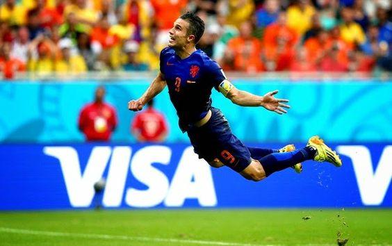 Blog Esportivo do Suiço: Peixinho de Van Persie é eleito o gol mais bonito da primeira fase