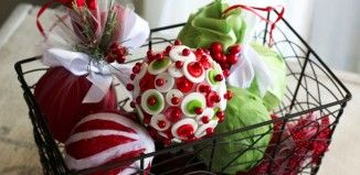 bastelideen zu weihnachten deko christbaum kugeln knoepfe stoff anleitungen