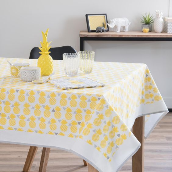 nappe en coton jaune 150 x 250 cm pinapple maisons du. Black Bedroom Furniture Sets. Home Design Ideas