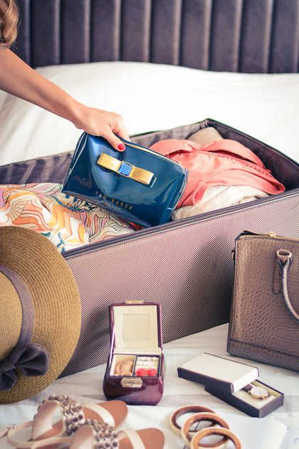 A BLOGGER'S HOLIDAY PACKING TIPS