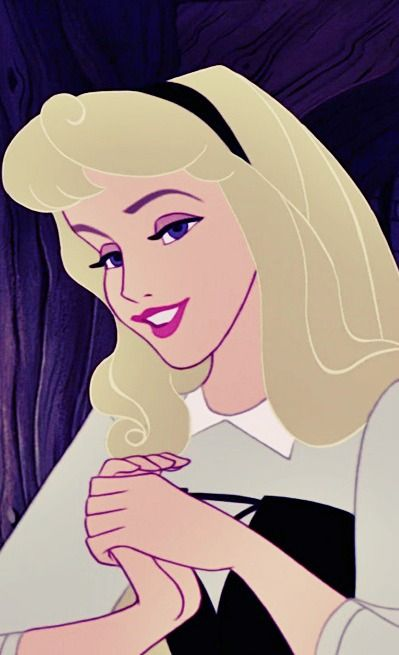 Aurora is seriously the prettiest princess! love her hair, lips and eyes! Her eyebrows are fantastic aswell.