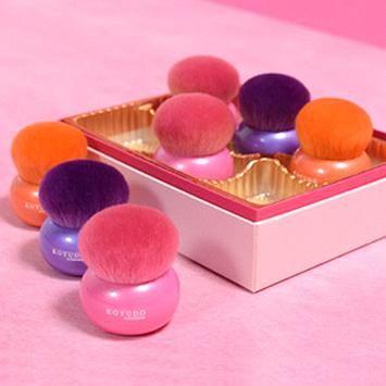 cooljapannow.jp Koyudo/ Macaroon Shaped Cheek Brush Orange