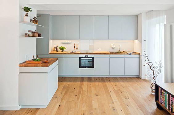 Moderne Küche Bilder Offene Küche mit Arbeitsplatte aus Parkett - arbeitsplatte holz küche