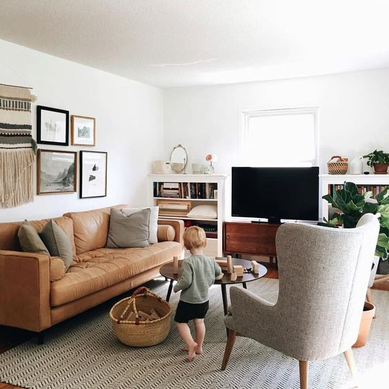 Những giá trị trong trang trí phòng khách màu nâu cùng sofa da đẹp