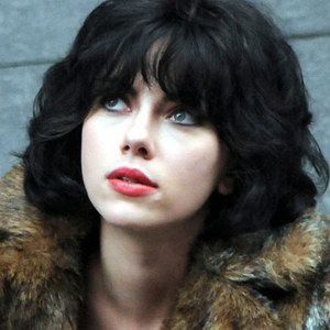 Under the Skin Trailer Starring Scarlett Johnasson -- An alien disguised as a young woman takes a journey through Scotland in this sci-fi thriller from director Jonathan Glazer. -- http://wtch.it/2oPYK