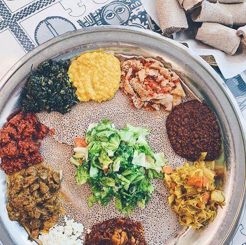 Vegetarian Combo Meat Combo With Injera Zeniethiocuisine San Jose Ca Eeeeeats Nom Nomnom Nomnomnom Yum Y Ethiopian Food Vegetarian Food