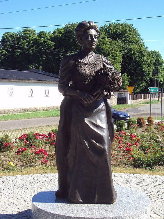 Elizabeth von Arnim Monument in Buk - Elizabeth von Arnim – Wikipedia