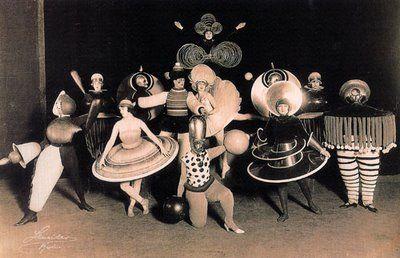 demodé: El Nacimiento del Diseño: De Morris a La Bauhaus