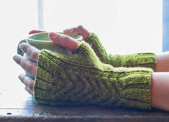 2 Needle Fingerless Gloves Los Guantes De Claudia by TheBlueBrick