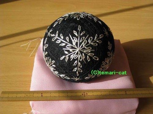 てまり「雪の結晶」黒地、灰銀の模様 手まり 手毬 手鞠
