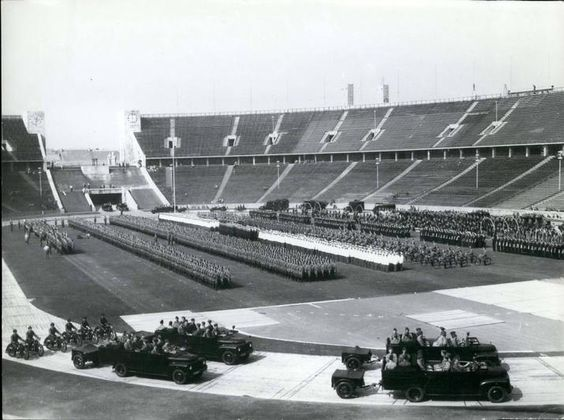 Berlin | Olympiastadion. Polizeiparade, 1954. West Berlin