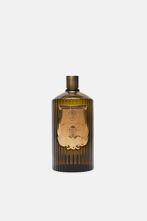 A spritz of Cire Trudon's Ernesto fills any space with a sun-baked blend of leather and tobacco inspired by mid-century Havana. Fresh opening notes (rum, grapefruit, bergamot) take a turn for the spicy (clove, oak, patchouli, labdanum) before revealing an earthy amber core. Handmade in Tuscany, the large glass bottle is accompanied by two brushed brass tops: a standard spray top and a golden poire atomizer.