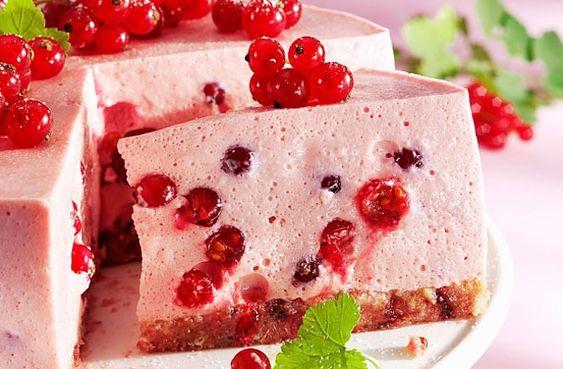 Könnyű és isteni finom! Ribizlitorta sütés nélkül | femina.hu
