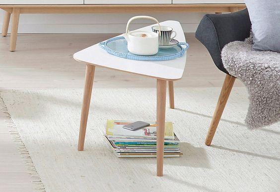 Die Serie »Curve« vereint modernes skandinavisches Design mit langjähriger Erfahrung in hochwertiger Möbelproduktion des dänischen Herstellers PBJ. Entstanden ist eine harmonisch abgestimmte Serie, in der jedes Möbelstück eine individuelle Aussage besitzt. Hell gebeizte Eiche- und Walnussholzhölzer wechseln sich ab mit weiß laminierten Oberflächen.
