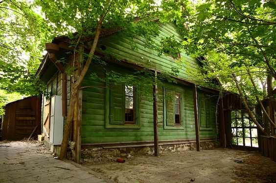 Vilnius, Lithuania - little house that in it's own way is quite lovely ~