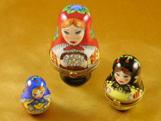 Russian dolls s/3 red scarf.. - Porcelain Limoges from France - Limoges Factory Co.