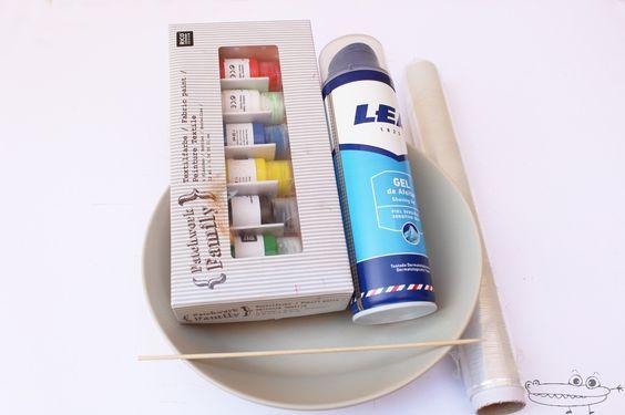materiales exprimento pintura y espuma